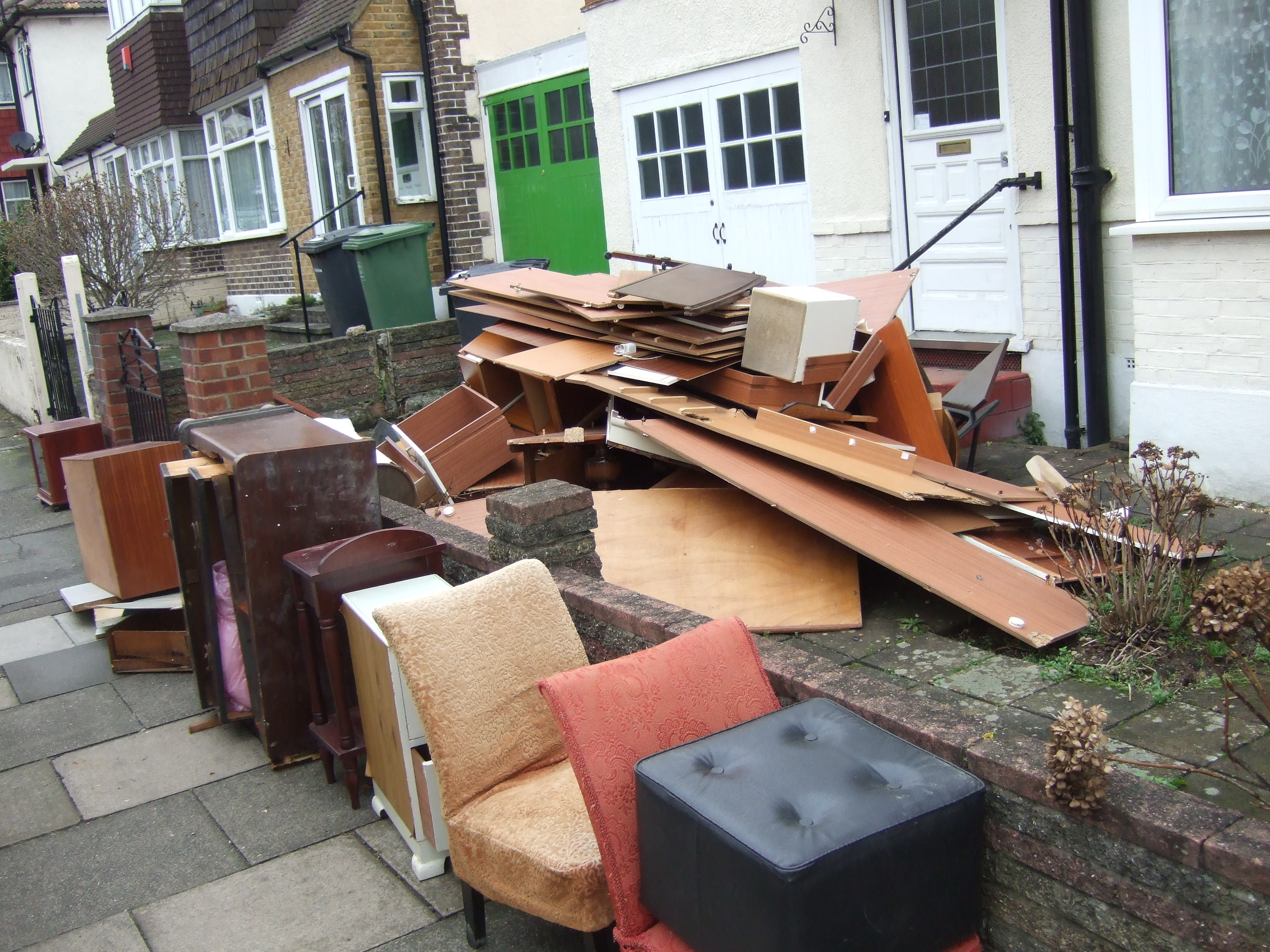 Rubbish clearance waste disposal kent garage clearance for Furniture removal